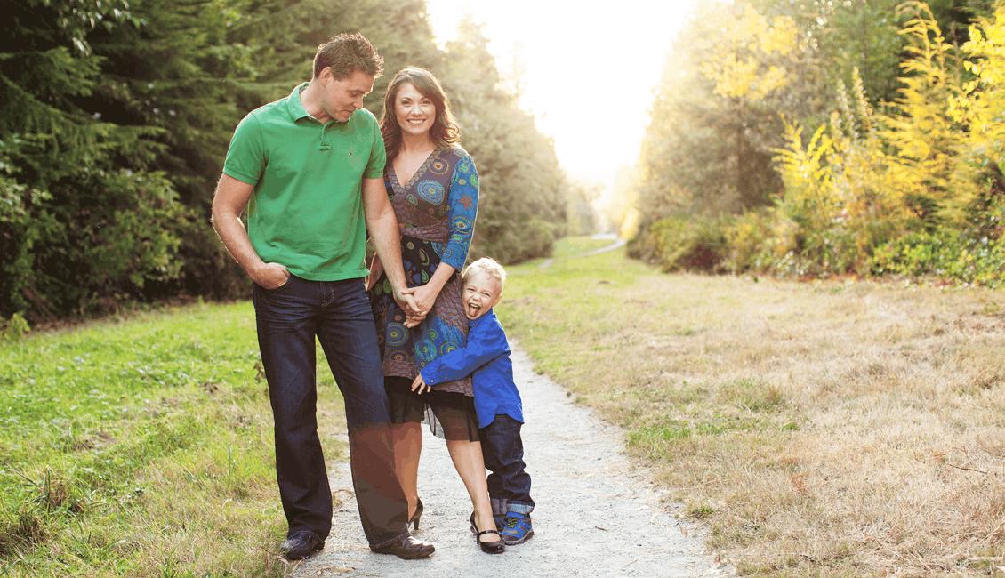family photos outdoor family of 3